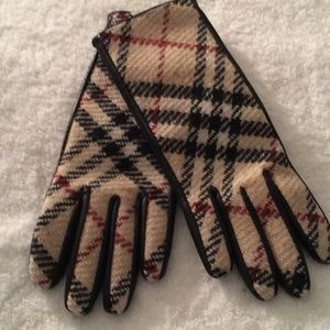 Authentic Burberry Gloves Size 6 1/2